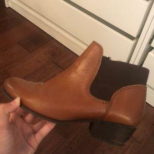 Steve Madden brown booties